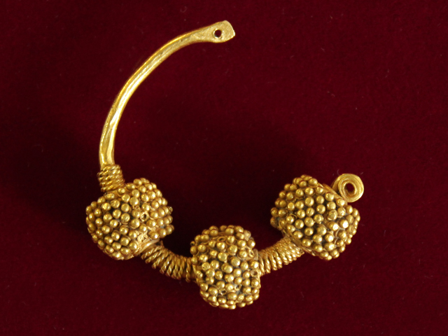 Temple ring. 11th century. Gold 900*, filigreed, granulated. D-30,0 mm. Found by chance during land works, Polotsk, 1983.