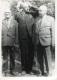 Пацэй П.К. з былымі аднакласнікамі, Героямі Савецкага Саюза Квяцінскім В.А. (справа) і Ялугіным П.У. (злева). Лепель, 1984 г. Перададзена Пацэем У.П.